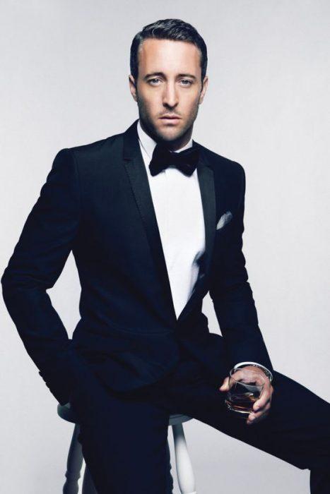 costume black tie