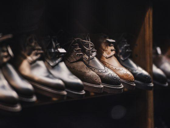 cum isi aleg barbatii pantofii